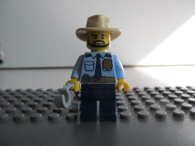 Lego figurka minifigurka policista policie