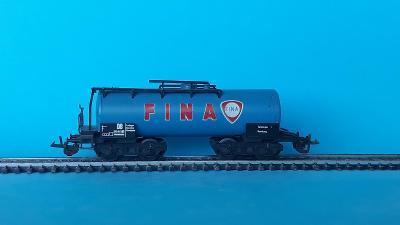 TT - čtyřosá cisterna Fina