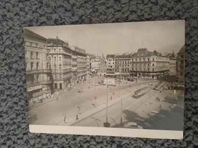 Stará pohlednice, Brno- náměstí Svobody, prošlá