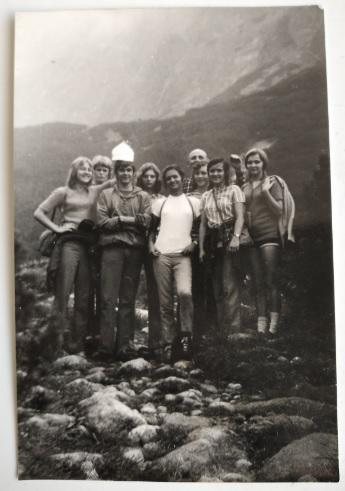 STARÁ FOTKA Z POZŮSTALOSTI – ŽÁCI - 9.B PORUBA – 1971