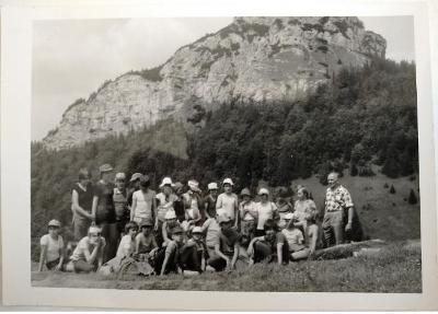 STARÁ FOTKA Z POZŮSTALOSTI – ŽÁCI - VI.B PORUBA – 1983
