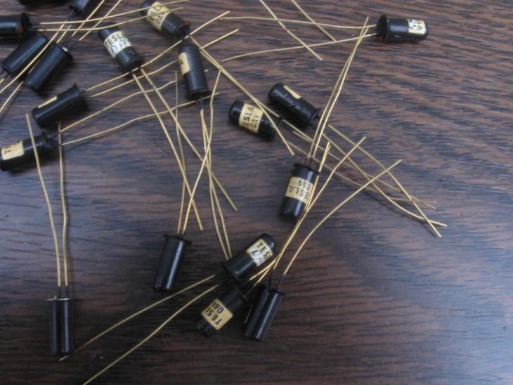 TESLA Diody - nepoužité, Dioda OA9 - komplet 20 kusů se zlatými hroty - Starožitnosti