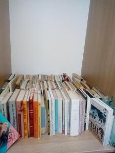 Plno ruznych knih vsech žánru