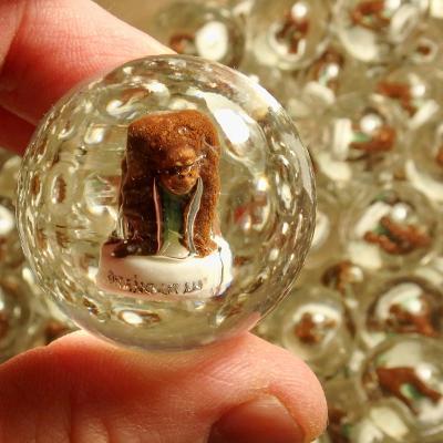 Velká hromada skleněných 3D kuliček se zvířátky Orangutan, 80 ks