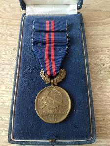 medaile za vynikající práci v etui