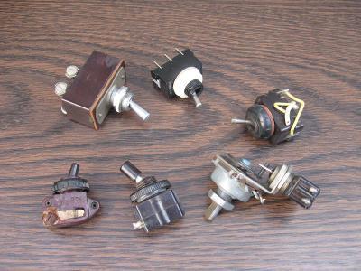 6kusů páčkové přepínače - vypínač, 2 x nepoužitý pro radiostanice aj.