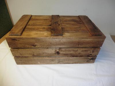 Dřevěná bedýnka s víkem mořená