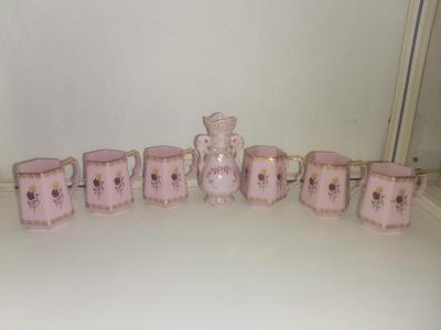 Růžový porcelán hrnečky JSK 6ks + vázička Karlovarský porcelan