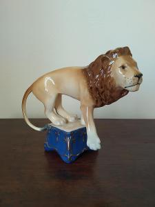 Royal dux porcelánová soška lev