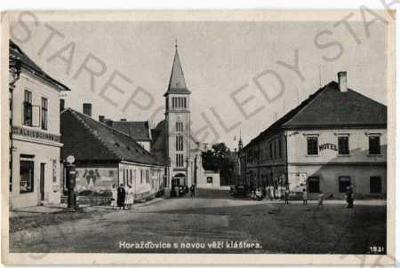 Horažďovice Klatovy pohled ulicí obchody automobil