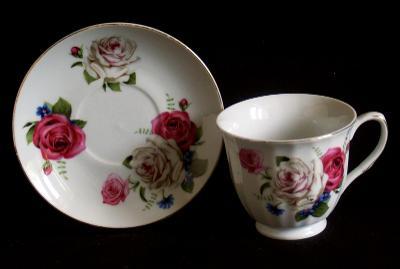 Šálek s růžemi