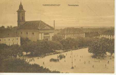Terezín (Theresienstadt)- náměstí, kostel, vojáci