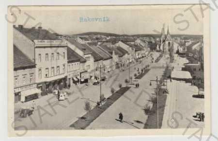 Rakovník, Husovo náměstí, auto, kostel