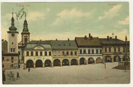 Ústí nad Orlicí - část náměstí - kostel, radnice,
