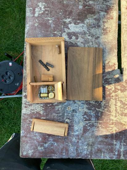 Stará hrací skříňka Reuge - švýcarsko  - Starožitnosti