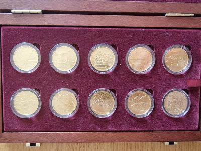 Deset zlatých pamětních mincí Hrady České republiky v provedení běžná