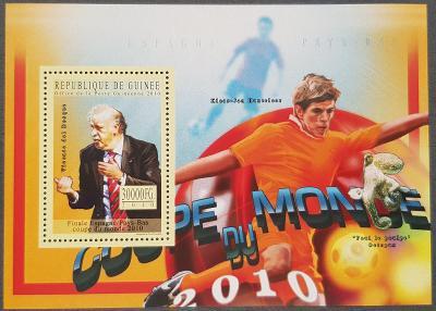 Guinea 2010 MS fotbal tým Španělska , 1ks aršík, kat. cena 10 Euro!