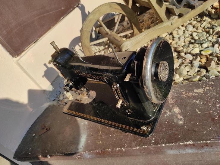 Starožitný funkční šicí stroj - Starožitnosti