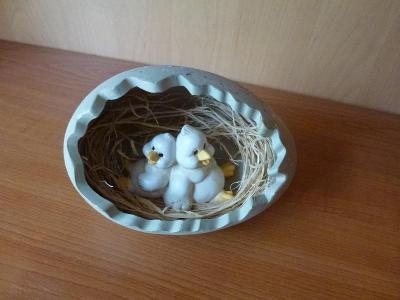Staré dekorační porcelánové vajíčko