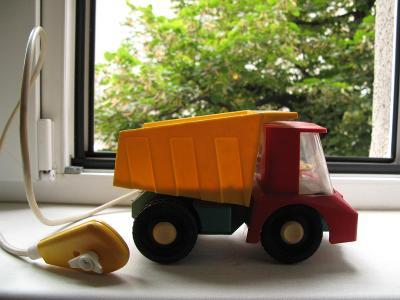 Retro nákladní auto na dálkové ovládání