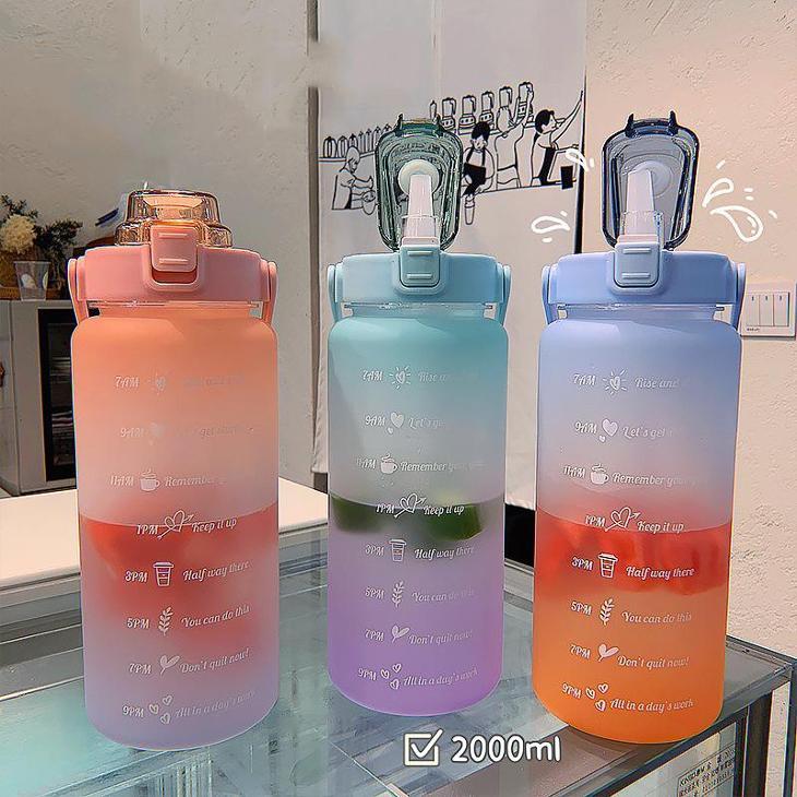 Luxusní plastová matná láhev na vodu s velkou kapacitou MODROZEL+FIAL. - Turistika a cestování