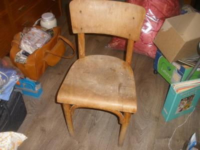 Dětská retro židle k renovaci.