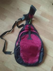 Malí nylonový batoh pouze přes jedno rameno