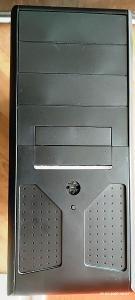 PC s deskou MSI