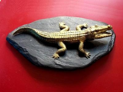Krokodýl Těžítko ? Socha na přírodním kameni , pěkný , 160x90x50mm