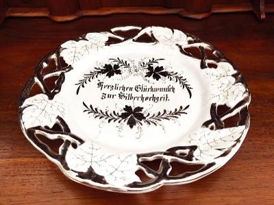 Krásný starožitný porcelánový talíř - závěsný - stříbřený