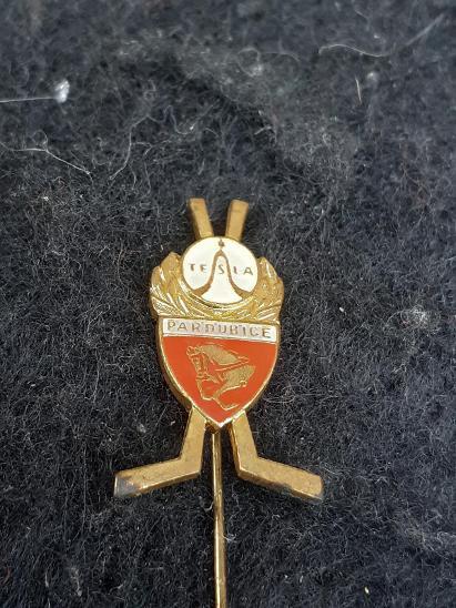 Odznak TESLA PARDUBICE  - lední hokej  - Faleristika