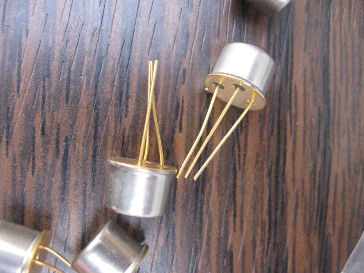 Tranzistor Ei  BC211 - zlacené, nepoužité 6 kusů tranzistory  - Starožitnosti