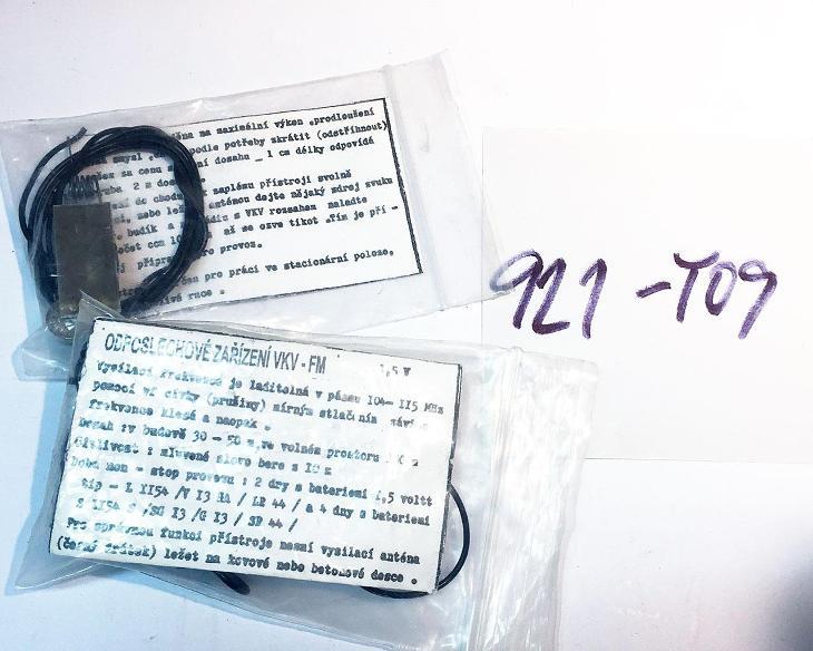 2x Odposlechové zařízení VKV-FM nepoužité (921-Y09) - Starožitnosti