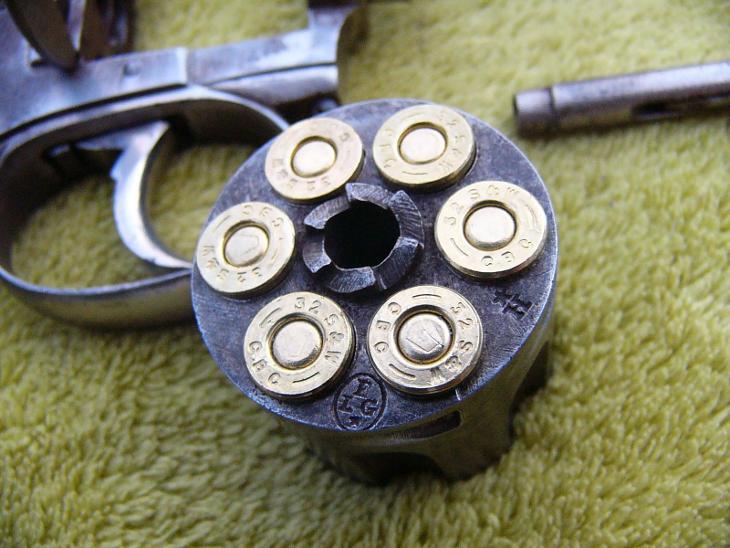 Revolver typu Bulldog cal.32SW! - Vojenské