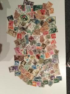 Každá jiná - poštovní známky Itálie 146ks