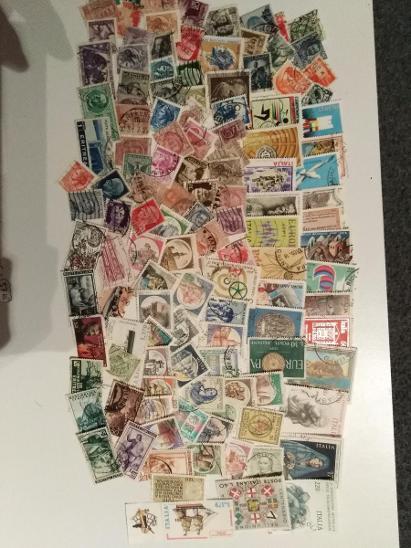 Každá jiná - poštovní známky Itálie 127ks  - Filatelie