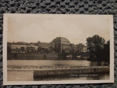 Stará pohlednice,Praha-pohled přes Vltavu na Národní divadlo, prošlá