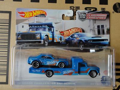 Hot Wheels Team Transport 18 Dodge Challenger SRT Demon / Retro Rig.