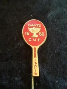 Odznak DAVIS CUP 1980 ČSSR  - ITÁLIE, červená varianta