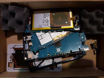 Mobilní telefon Sony díly - VADA NA ND