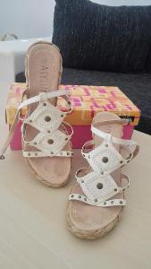 Dámské sandály na klínku ASYLUM - bílé