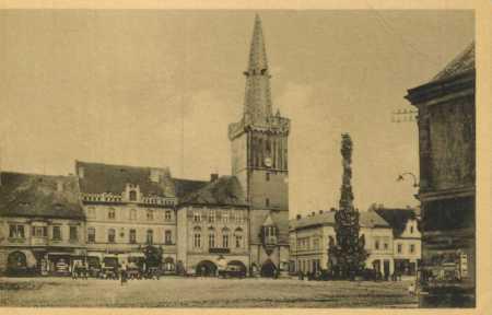 Kadaň- část náměstí- radnice, AUTO