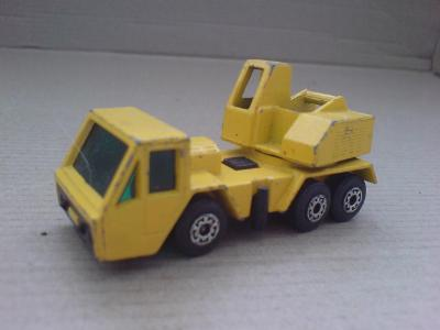 MB49-Crane Truck