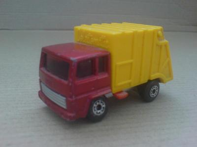 MB36-Refuse Truck