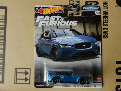 Hot Wheels Jaguar XE SV Project 8.Rozbalený.Krabička je otevřena.