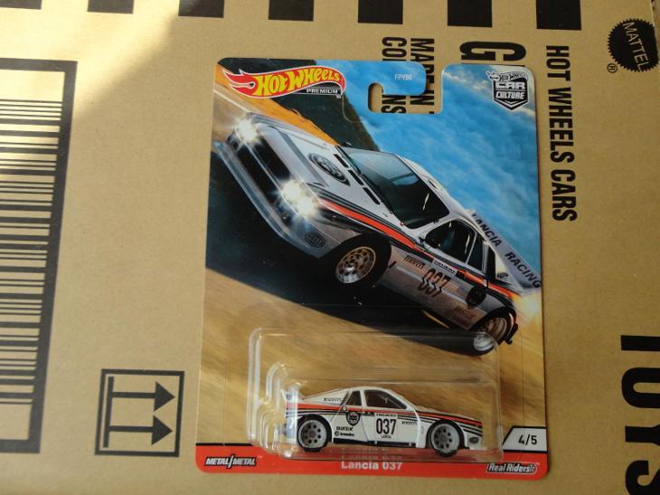 Hot Wheels Lancia 037.Rozbalený.Krabička je otevřena. - Modelářství