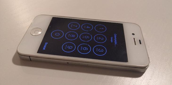 Apple Iphone 4S 8GB - Mobilní telefony