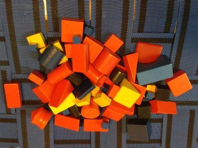 Dřevěné kostky a jiné tvary - směs konvolut - přes 50 ks