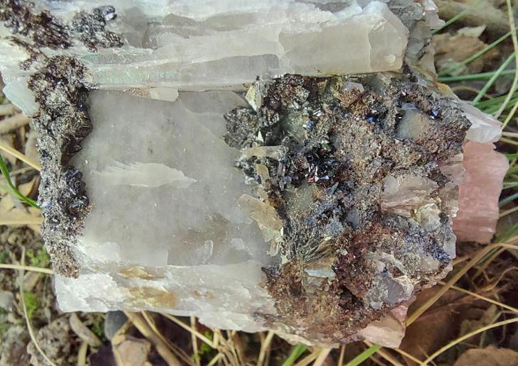 Kassiterit, křemen - Minerály a zkameněliny