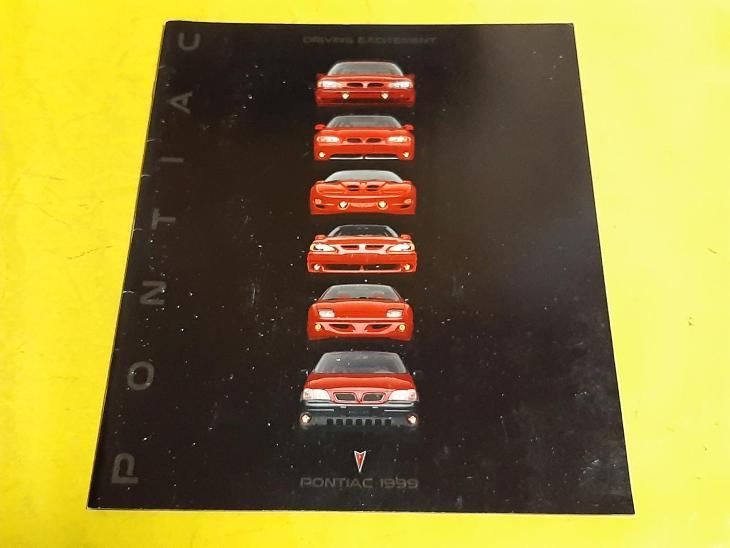 --- Pontiac 1999 ------------------------------------------------- USA - Motoristická literatura